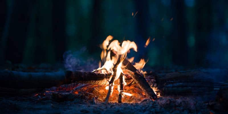 how to start a campfire feature image
